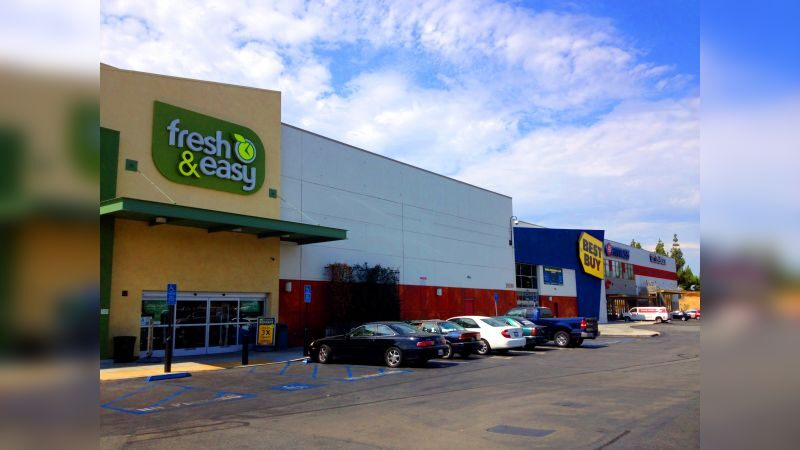 Nordhoff Plaza - Retail - Lease
